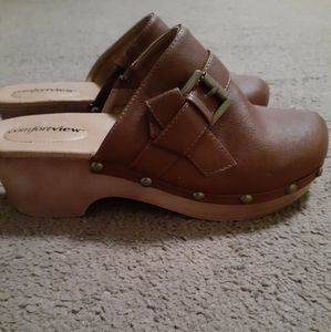 Comfortview brown leather clogs